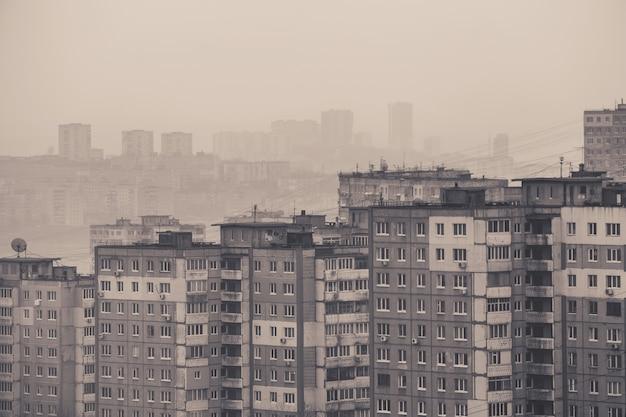 Древнерусские панельные дома в городе владивосток Premium Фотографии