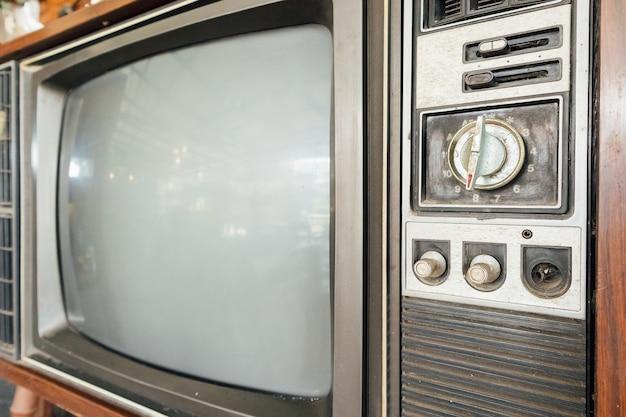 古いヴィンテージクラシックレトロテレビ Premium写真