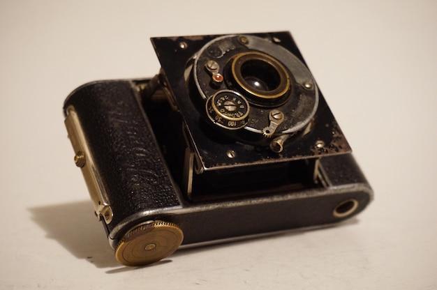 Vecchia macchina fotografica e obiettivo della pellicola della foto dell'annata, grado del museo Foto Gratuite