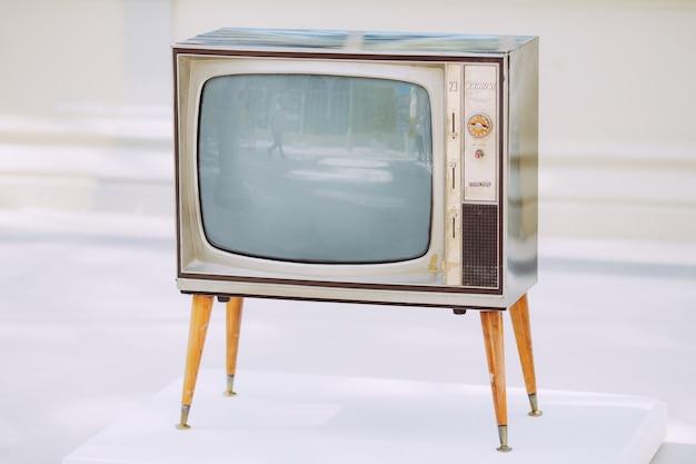 古いヴィンテージテレビ Premium写真