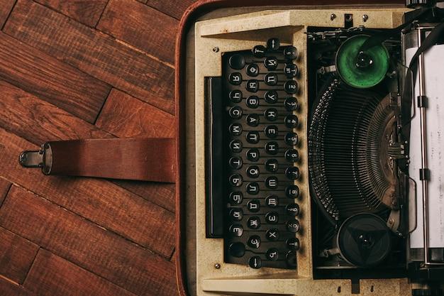 Old vintage typewriter Premium Photo