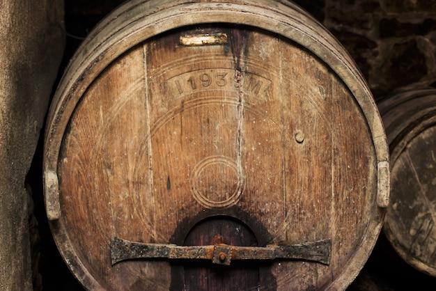 Old wine barrel Premium Photo