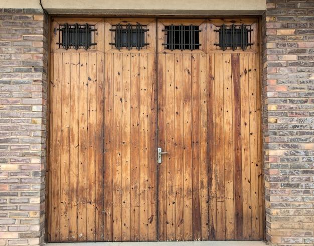 The old wooden door in the spain Premium Photo