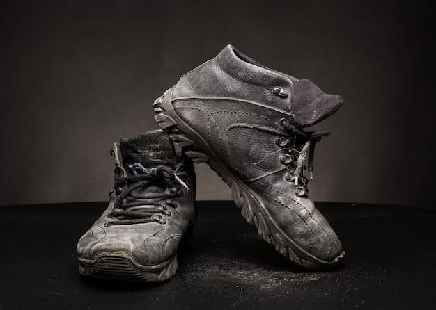 古い使い古した靴 Premium写真