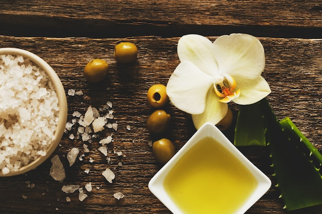 Olive oil with flower and salt Free Photo