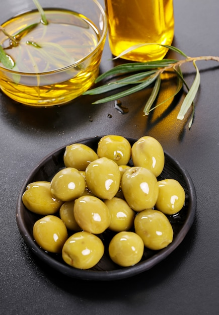Olives in a plate with olive oil Free Photo