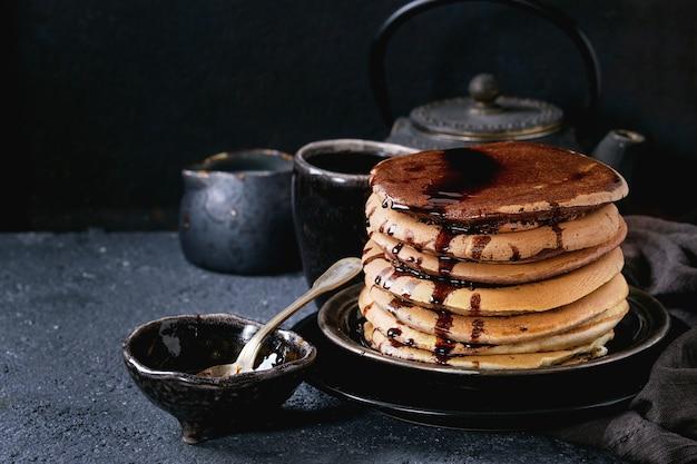 Ombre chocolate pancakes Premium Photo