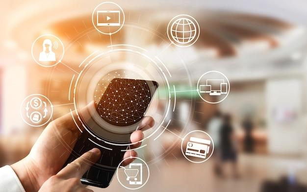 オンライン小売ビジネスのオムニチャネルテクノロジー。 Premium写真