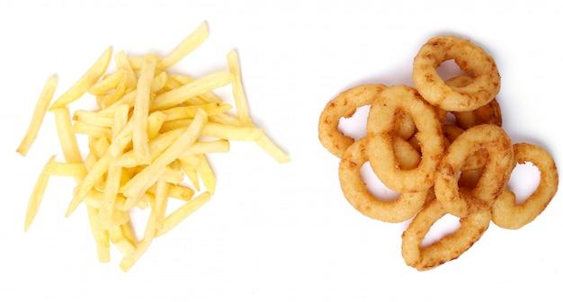 Anelli e patate fritte di cipolla su bianco Foto Gratuite