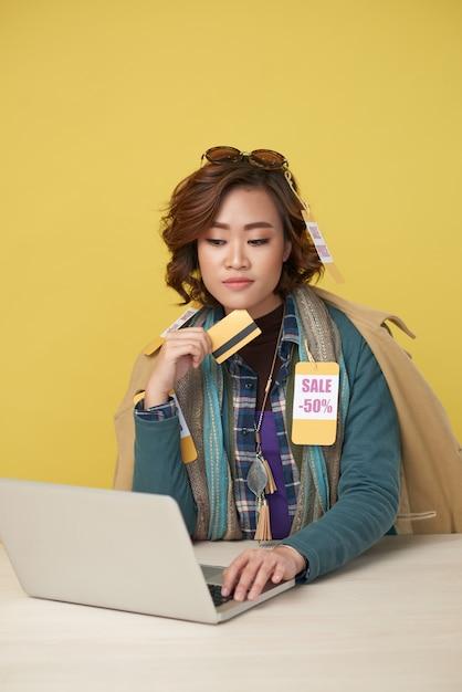 Online fashion shopping Free Photo