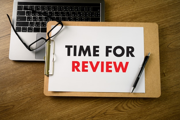 Online reviews evaluation time for review inspection assessment auditing Premium Photo