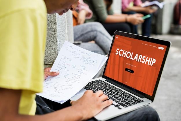 Online scholarship Premium Photo