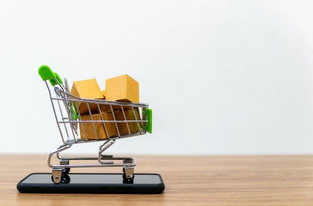 Online shopping cart Premium Photo
