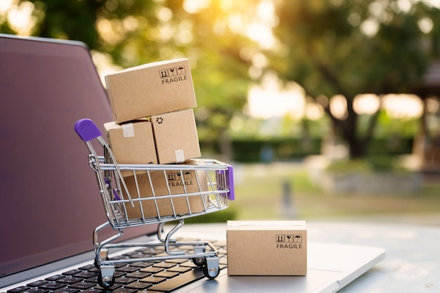 Online shopping or ecommmerce delivery service concept Premium Photo