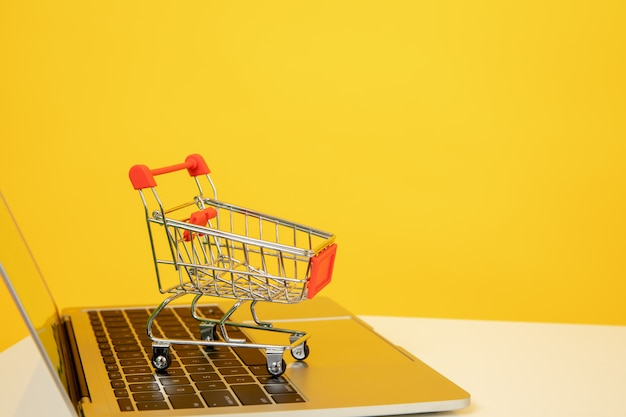 Online shopping Premium Photo