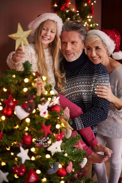 팁과 크리스마스 트리 만 준비되었습니다 무료 사진