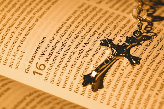 Open bible and silver crucifix Premium Photo
