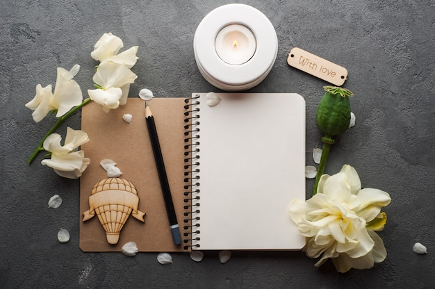 Open blank journal with flowers Premium Photo