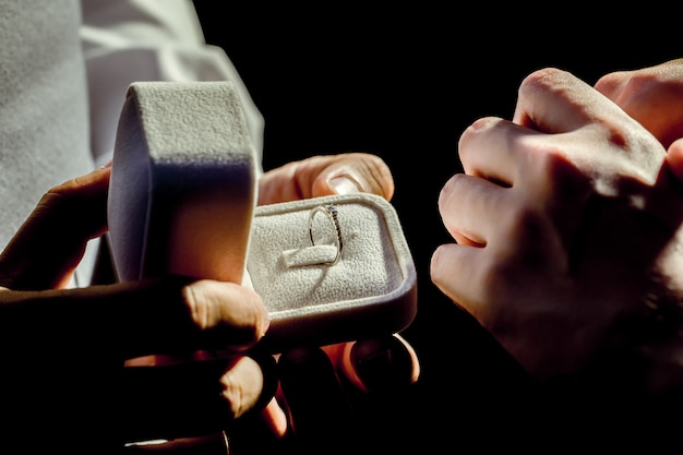 Open the ring box to ask her to marry!! Premium Photo
