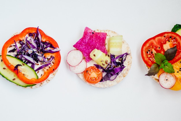 Open sandwiches of rice cakes with cream cheese Premium Photo