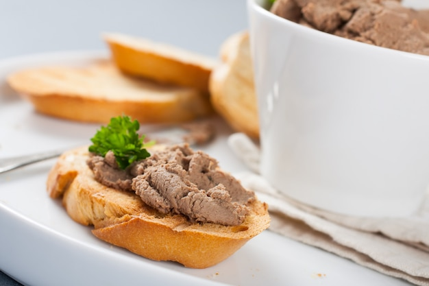 Open sandwiches with homemade chicken liver pate Premium Photo