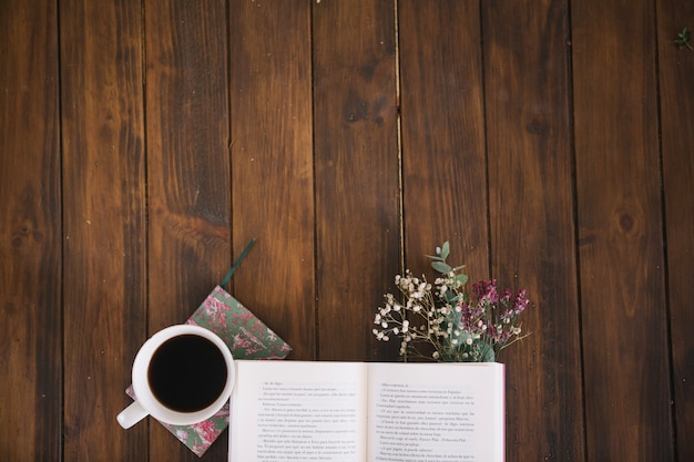 Opened book and coffee with bouquet Free Photo