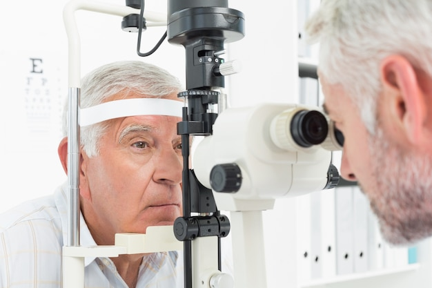 Сегодня в России эффективно лечат проблемы со зрением