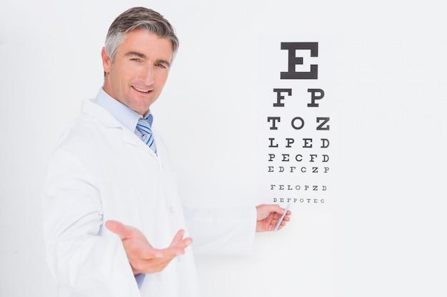 Optometrist looking at camera Premium Photo