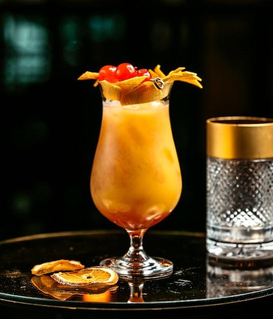 Orange drink garnished with orange peel Free Photo