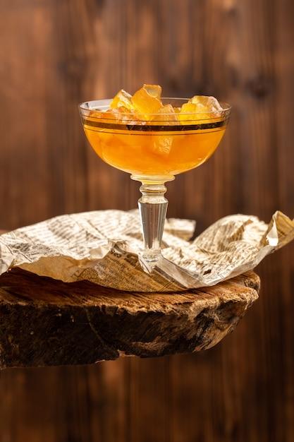 Апельсиновые желе внутри стекла на дереве Бесплатные Фотографии