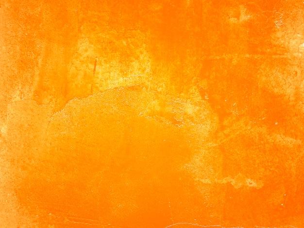 Parete arancione con crepe e vernice scrostata. Foto Gratuite