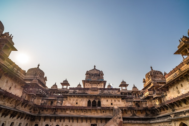 Orchha palace, interior with courtyard and stone carvings Premium Photo