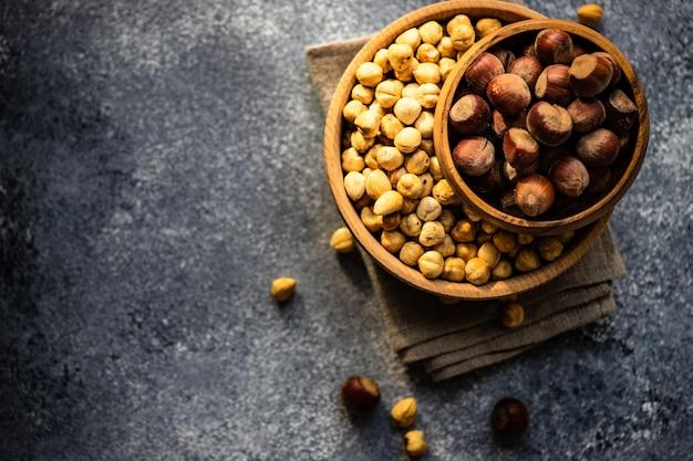 Концепция натуральных продуктов с орехами Premium Фотографии