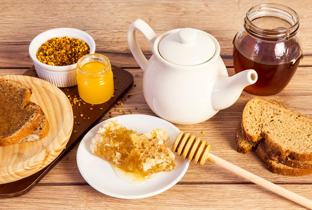 Organic healthy breakfast with sweet honey Free Photo