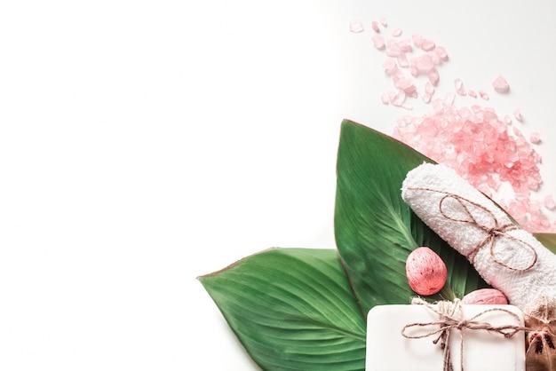 Органические спа-продукты на белом фоне Бесплатные Фотографии