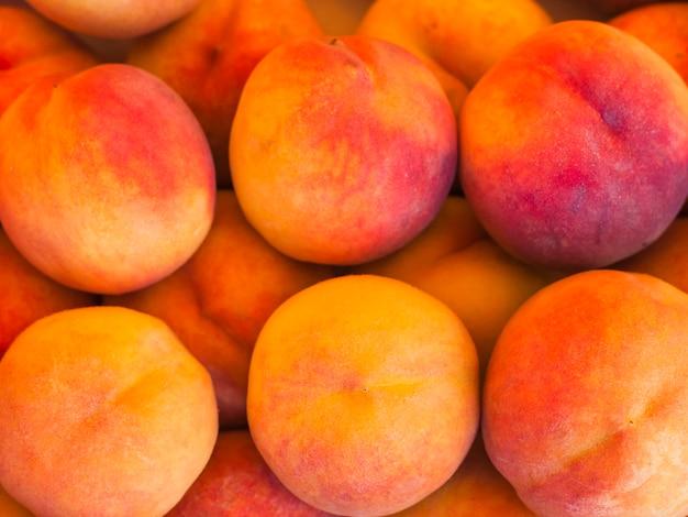 An organic whole peach fruits Free Photo