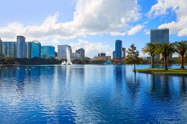 Orlando skyline fom lake eola florida us Premium Photo