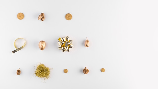Ornamentbows and dry acorns Free Photo