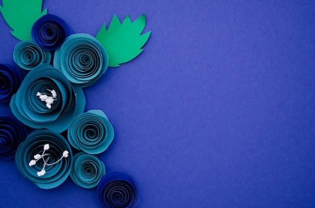Декоративная рамка из синих бумажных цветов с копией пространства Бесплатные Фотографии