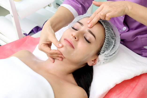 Ðâ¡osmetic massage Premium Photo