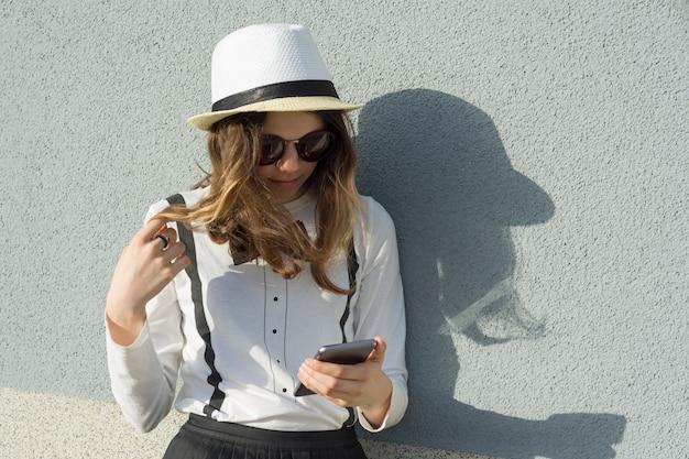 Outdoor portrait of teenage girl in hat Premium Photo