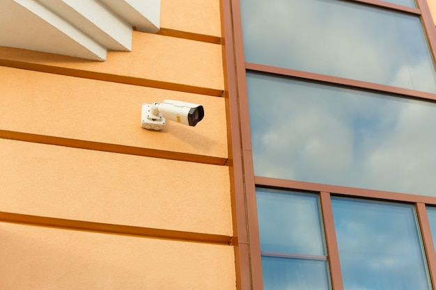 Outdoor surveillance camera on the facade of the building. the concept of safety, security and law and order. Premium Photo