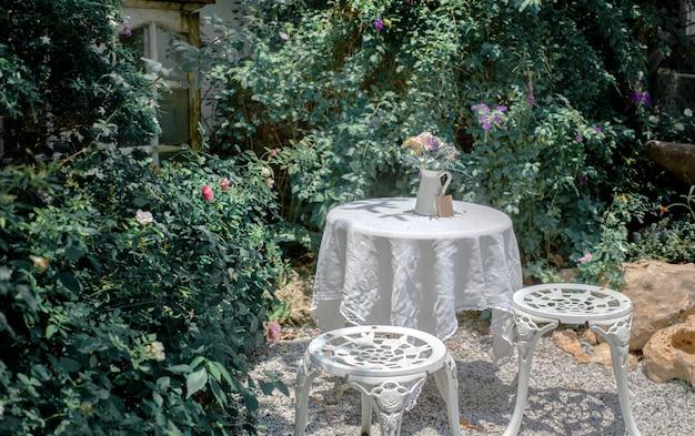Outdoor teatime table chair decor garden exterior Premium Photo