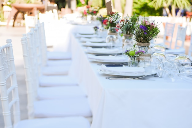 Outdoor wedding celebration in a restaurant Premium Photo