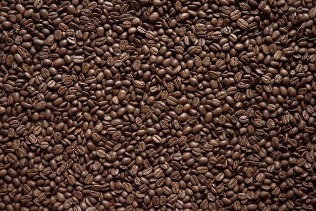 Scatto dall'alto di chicchi di caffè ottimo per lo sfondo Foto Gratuite