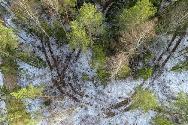 田舎の農業分野のオーバーヘッドショット 無料写真