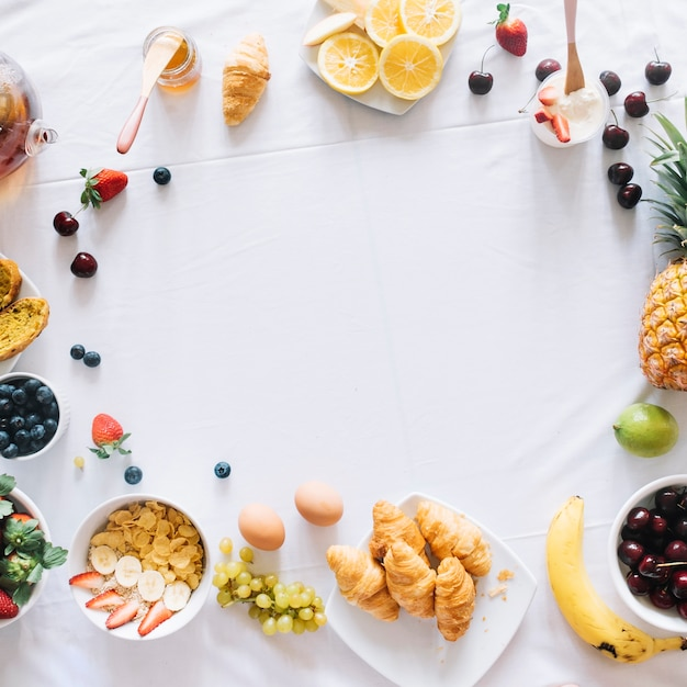 An overhead view of breakfast arranged in the circular shape Free Photo