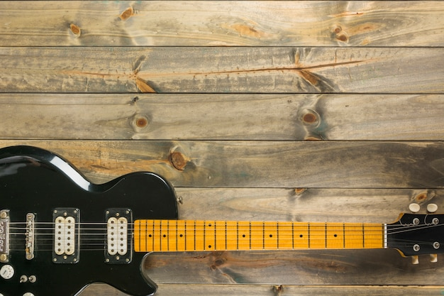 An overhead view of classic electric guitar on wooden table Free Photo