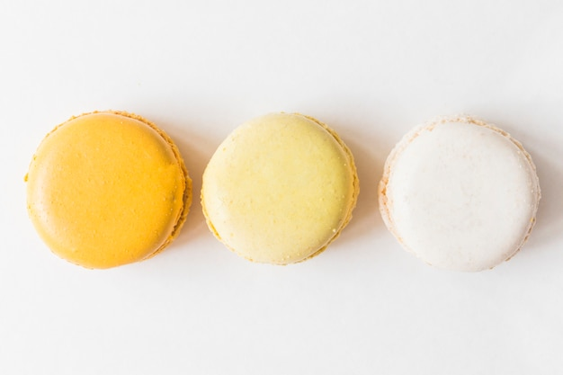 An overhead view of macaroons on white background Free Photo
