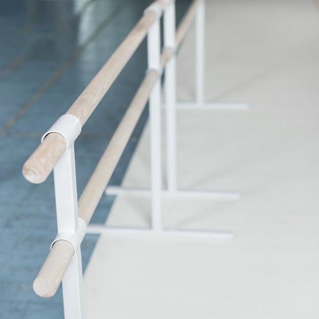 Overhead view of wooden barre in dance studio Free Photo